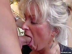 Hermosa rubia mamada. pornos caseros maduras