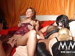 Sexy pornos caseros de abuelas tetas grandes se desnuda en la webcam